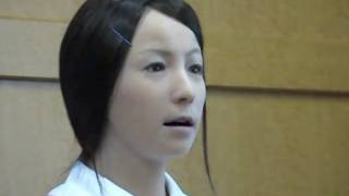 "Expression-mimicking robot hangs out in hospitals ""comforting"" patients (Video)"