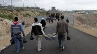 Palestinians turn to jobs building settlements they despise