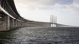 Sweden Considers Closure of Bridge to Denmark Due to Refugee Influx