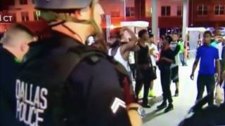 'Drunk' Protesters Loot Convenience Store, 'Taunt' Officers After Dallas Police Massacre