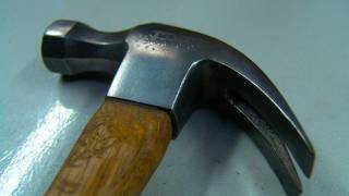 NZ- Pakistani immigrant attacks wife with hammer