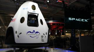 SpaceX Delays First Crewed Dragon Flight Until 2018