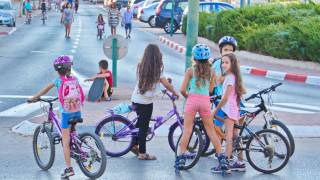 Ultra-orthodox Israeli rabbi bans girls over five from riding bikes because it is 'provocative'