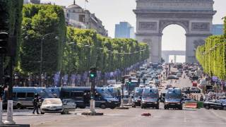 Car Rams Police Van on Paris's Champs-Élysées in 'Attempted Attack'