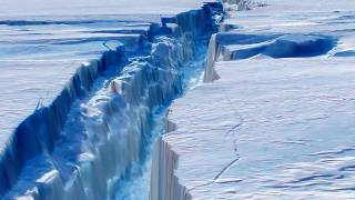 Giant Iceberg Splits from Antarctic