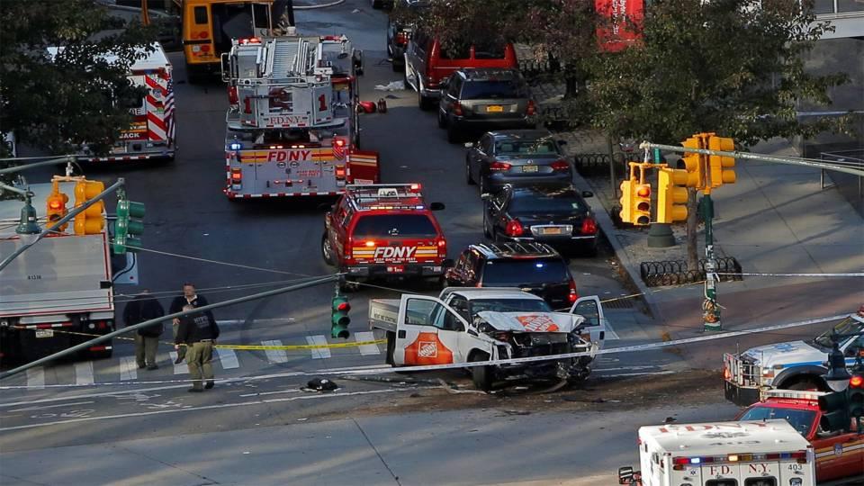 При теракте в Нью-Йорке убиты восемь человек