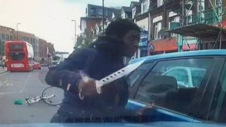 Part and Parcel: London Thug Uses Huge Knife to Attack Driver on Busy Street
