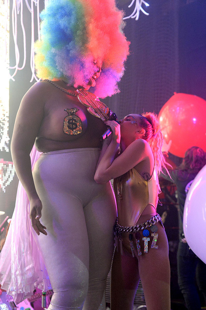 Miley cyrus and midget booty