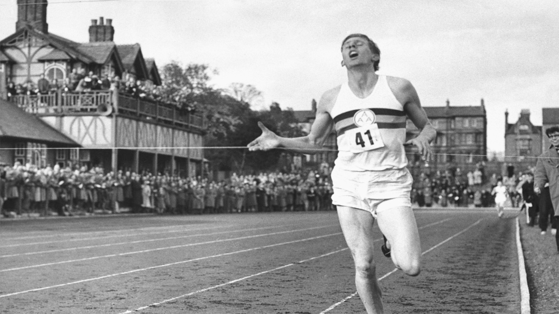 Roger Bannister First To Run Sub Four Minute Mile Dies At 88 border=